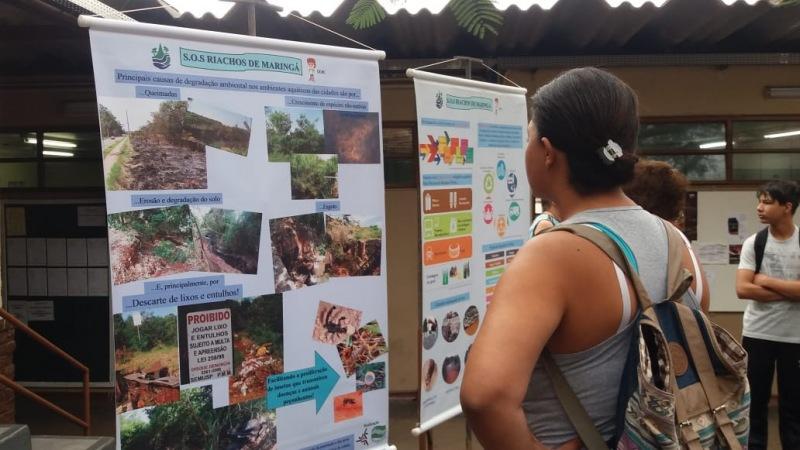 Carteles del proyecto SOS Ríos en exposición científica