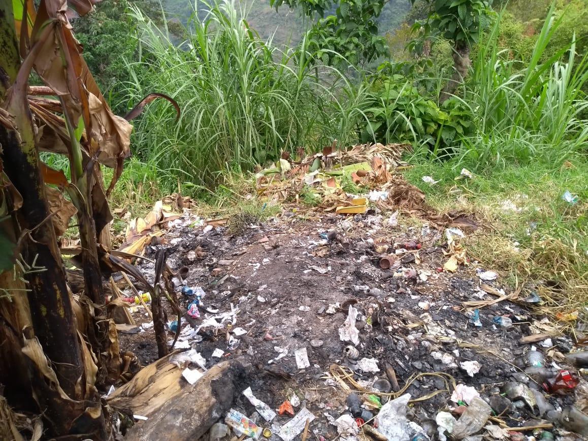 Lixo queimado no distrito Las Guacas