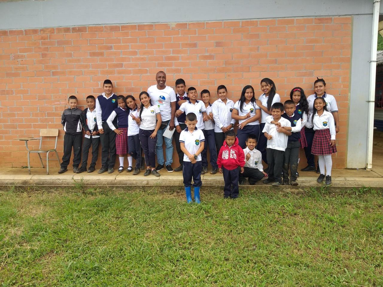 """Profe y alumnos da """"Institución Educativa Las Guacas"""""""