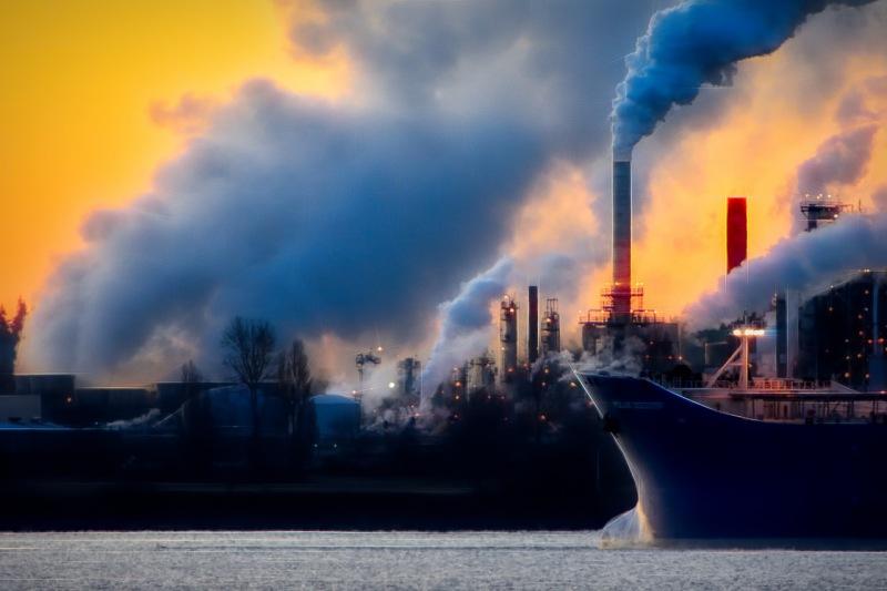 Crucero e industria contaminando