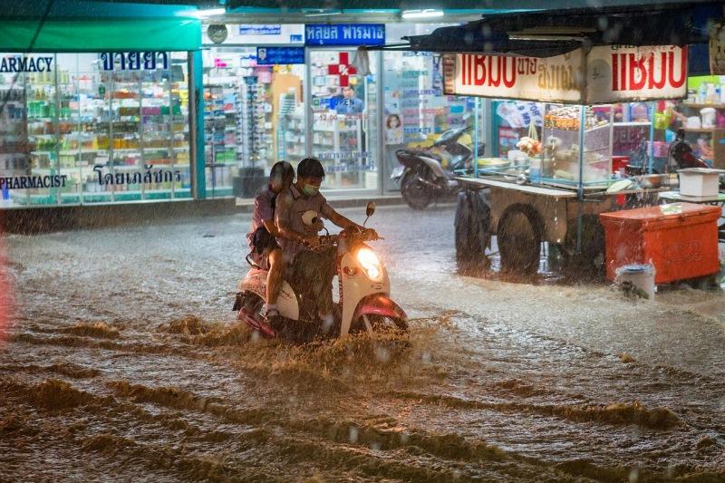 Motocicleta en inundação